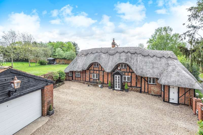 4 Bedrooms Detached House for sale in Cobbett Lane, Flitton, MK45