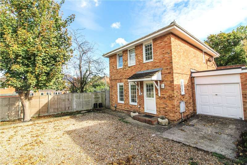 4 Bedrooms Link Detached House for sale in Woodbourne Close, Yateley, GU46