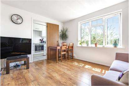 1 Bedroom Flat for sale in Mayford Close, Beckenham