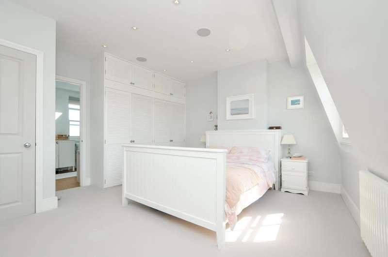 4 Bedrooms Terraced House for sale in Kynaston Road, London, N16
