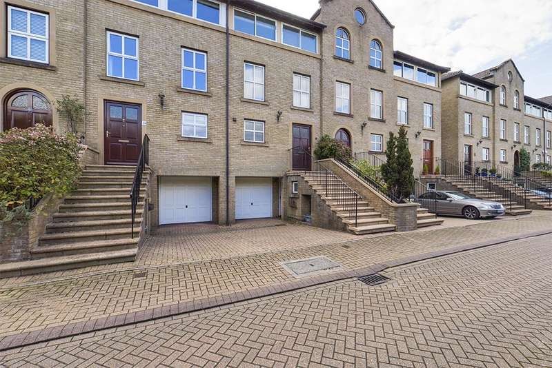 4 Bedrooms Town House for rent in Andes Close, Southampton, SO14 3HS