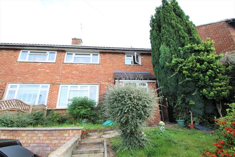 3 Bedrooms Semi Detached House for rent in Chessington