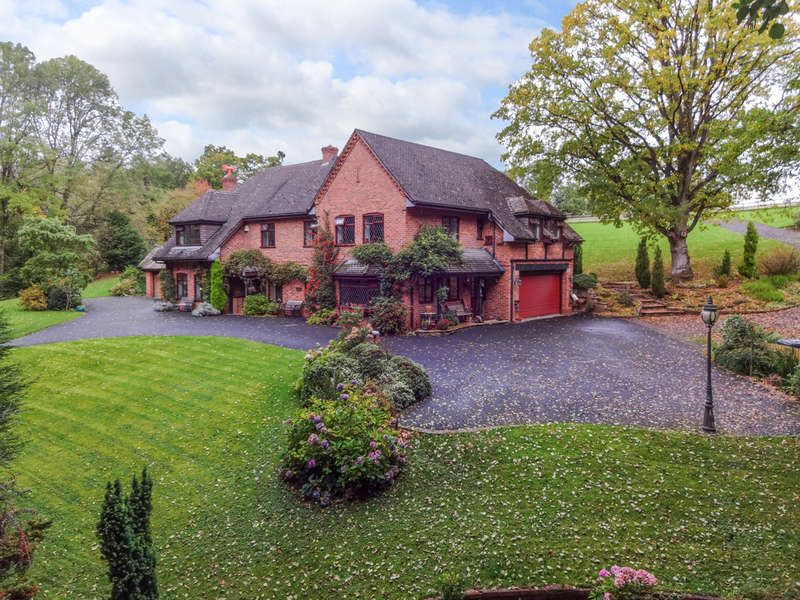 4 Bedrooms Detached House for sale in The Quineys, Alfreds Well, Dodford, Bromsgrove, B61 9BB