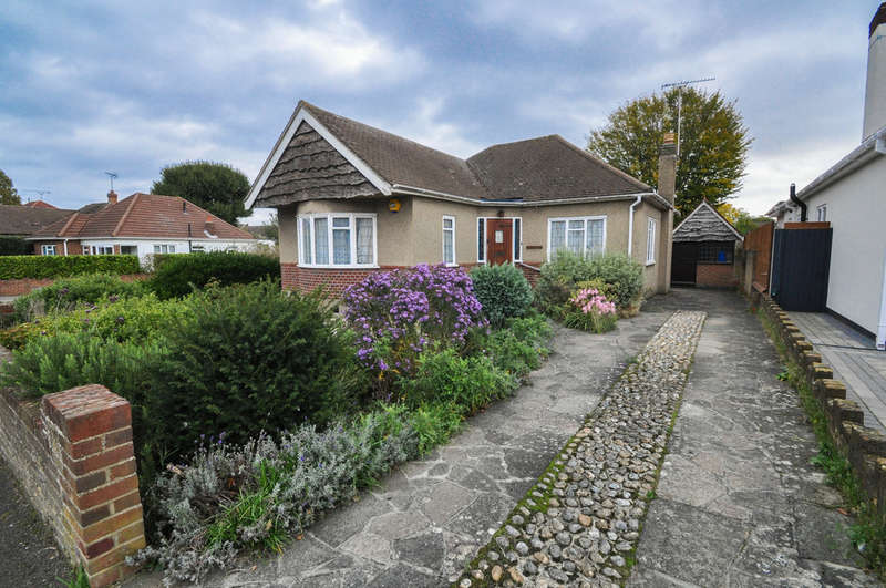 2 Bedrooms Detached Bungalow for sale in Hazel Close, Hadleigh