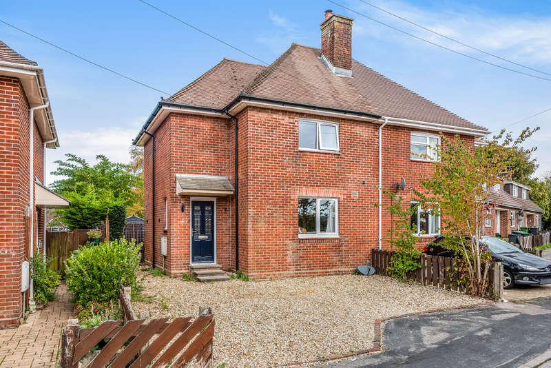 2 Bedrooms Semi Detached House for sale in 102 Gordon Avenue, Winchester