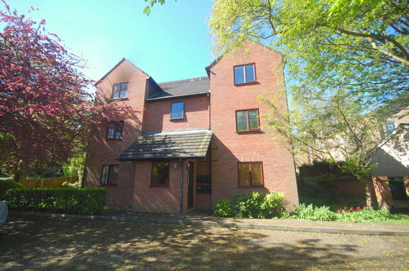 2 Bedrooms Apartment Flat for sale in Bradford Street, Old Moulsham/Nr City Centre, Chelmsford, CM2