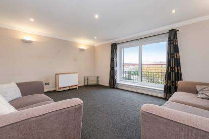 3 Bedrooms Flat for sale in Riverview Place, Waterfront