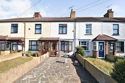 2 Bedrooms Terraced House for sale in Chadwell St Mary, Thurrock, Essex