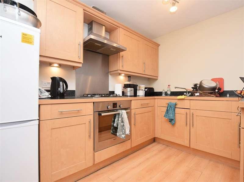 2 Bedrooms Apartment Flat for rent in Elvedon Road, Feltham