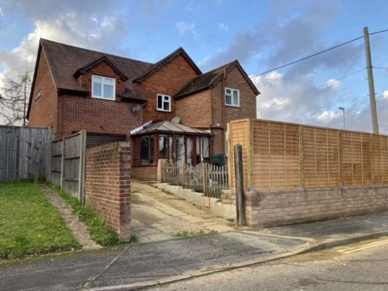 4 Bedrooms Detached House for sale in Hendon Road, Bordon, Hampshire, GU35