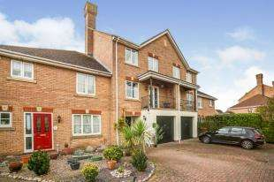 4 Bedrooms Town House for sale in Willowherb Close, St. Marys Island, Chatham, Kent