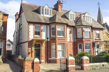 6 Bedrooms Semi Detached House for sale in Lloyd Street, Llandudno, Conwy, North Wales, LL30