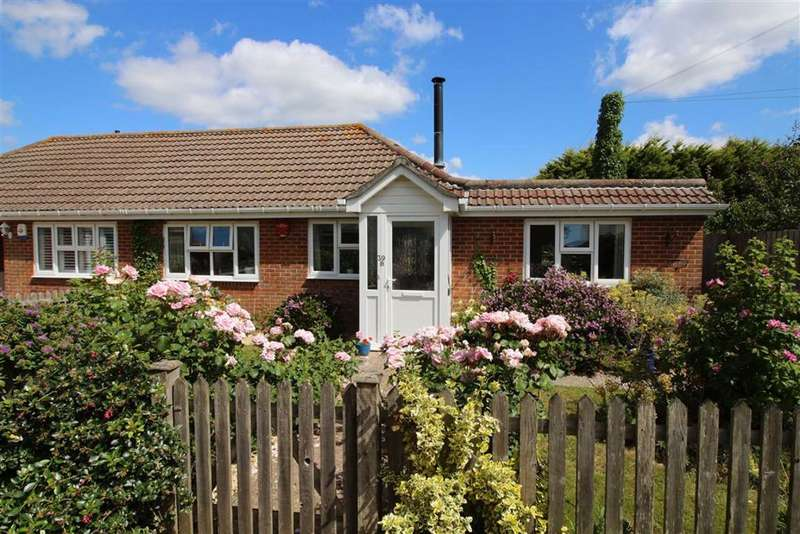 2 Bedrooms Bungalow for sale in Marine Drive East, Barton on Sea, Hampshire