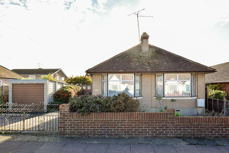 2 Bedrooms Detached Bungalow for sale in Bognor Drive, Herne Bay