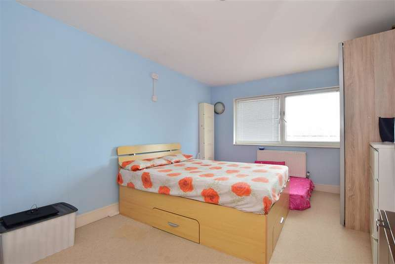 2 Bedrooms Flat for sale in High Road, , Ilford, Essex