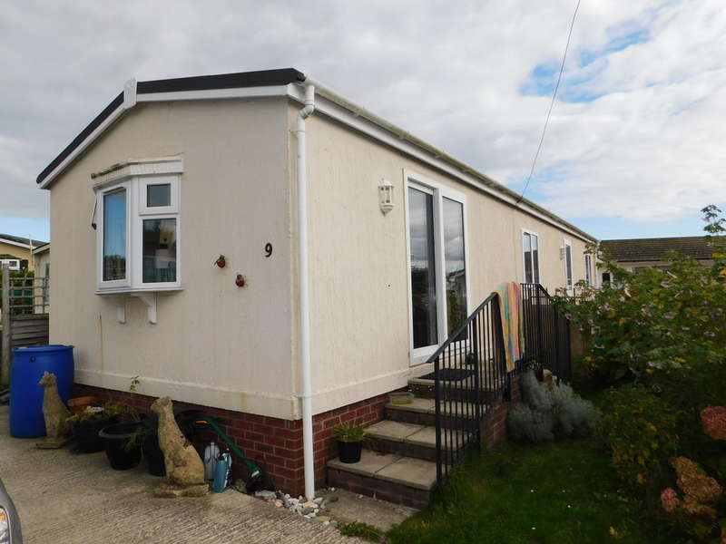 2 Bedrooms Mobile Home for sale in Park Two, Eastern Green