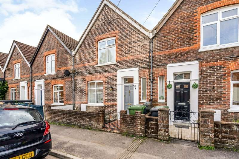 2 Bedrooms Terraced House for sale in North Road, Petersfield, Hampshire, GU32