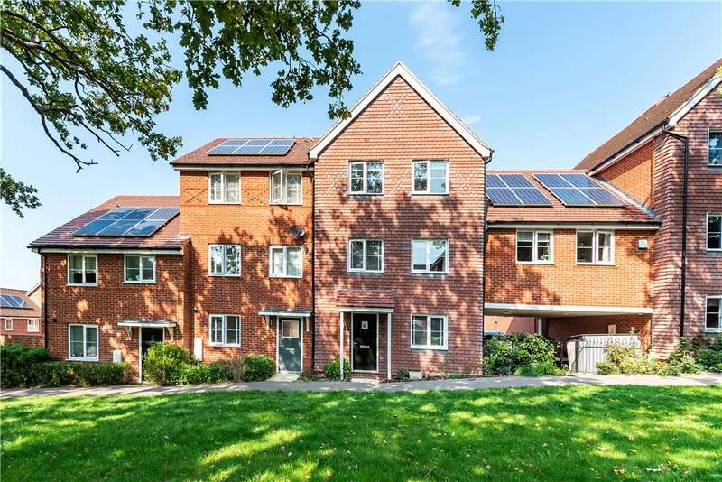 4 Bedrooms Link Detached House for sale in Rana Drive, Church Crookham, Fleet, GU52