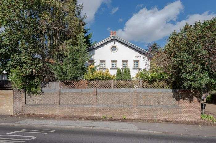 4 Bedrooms Detached House for sale in Holly Lodge, The Drive, Chislehurst