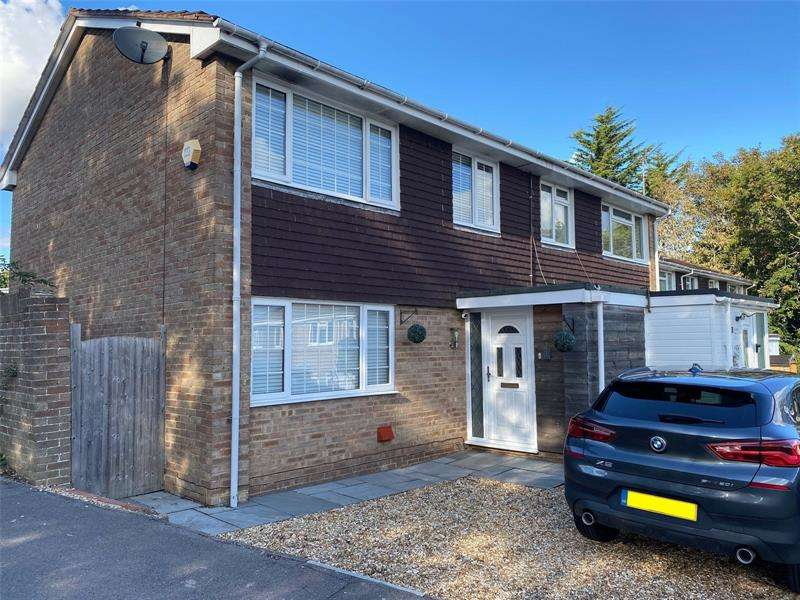 3 Bedrooms Terraced House for sale in Heather Gardens, Fareham, Hampshire, PO15