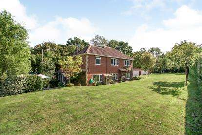 4 Bedrooms Detached House for sale in Curbridge, Southampton, Hampshire