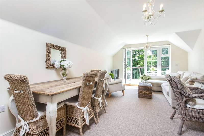 2 Bedrooms Flat for sale in The Gables, Chilbolton Avenue, Winchester, Hampshire, SO22