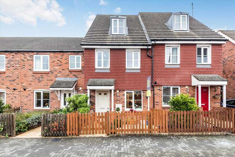 3 Bedrooms Terraced House for sale in Barley Road, Andover