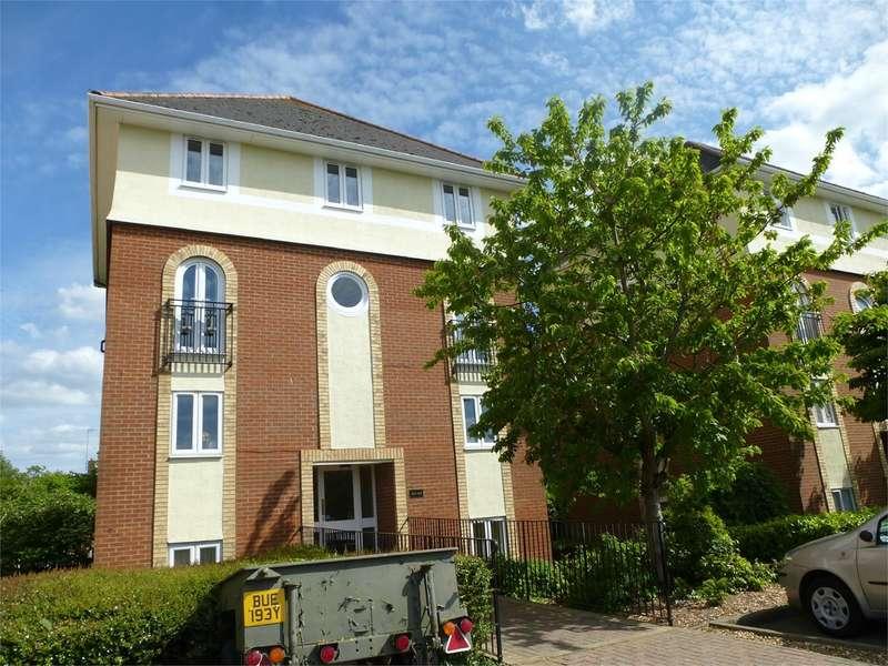 2 Bedrooms Flat for rent in Walsingham Close, Hatfield, AL10