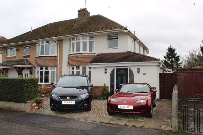 3 Bedrooms Property for sale in Parkside Drive, Churchdown, Gloucester