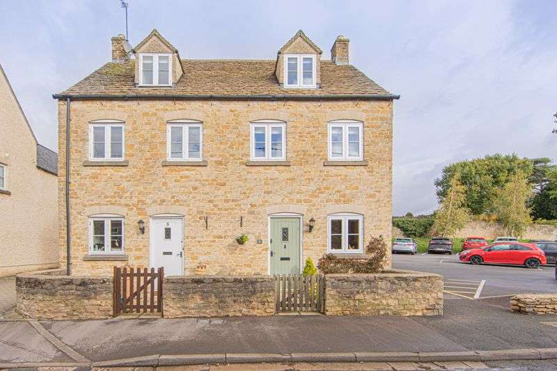 3 Bedrooms Property for sale in Prince Of Wales Row, Tetbury