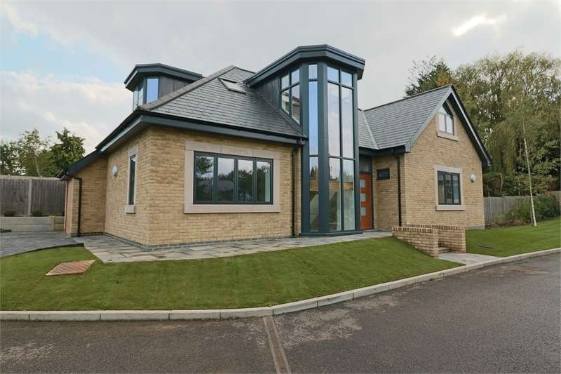 4 Bedrooms Detached House for sale in Kingsmead, Cuffley, Hertfordshire