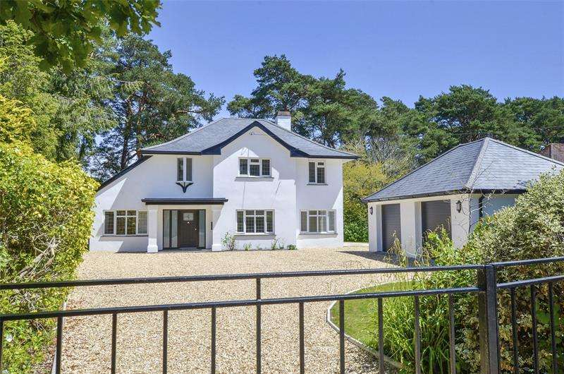 5 Bedrooms Detached House for sale in Golf Links Road, Ferndown, Dorset, BH22