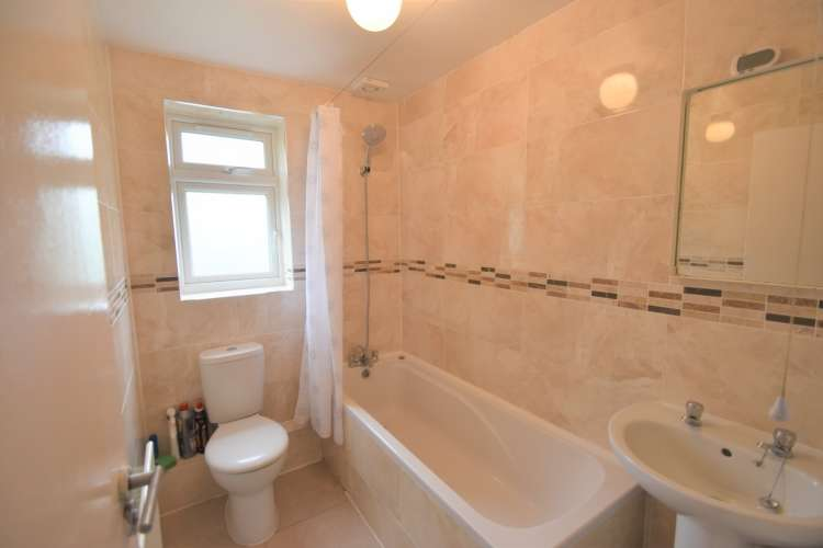 3 Bedrooms Terraced House for rent in Reed Close Lee SE12