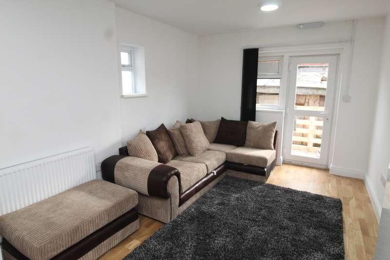 8 Bedrooms House for rent in Pen Y Wain Road, Cathays, Cardiff