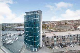 2 Bedrooms Flat for sale in Marina Point West, Chatham Quays, Chatham, Kent