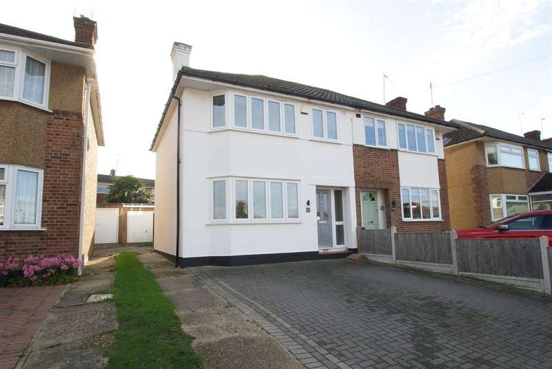 3 Bedrooms Semi Detached House for sale in Broad Oak Way, Rayleigh