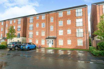 2 Bedrooms Flat for sale in Lilac Gardens, Great Lever, Bolton, Greater Manchester, BL3