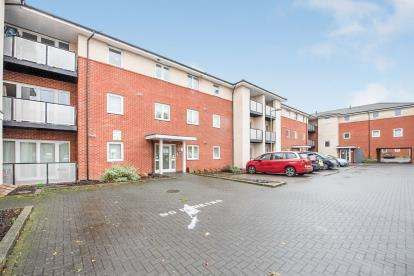 2 Bedrooms Flat for sale in Medici Close, Ilford, London
