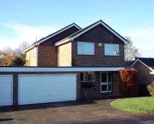 4 Bedrooms Detached House for sale in Sutherland Avenue, Biggin Hill, Westerham, Kent