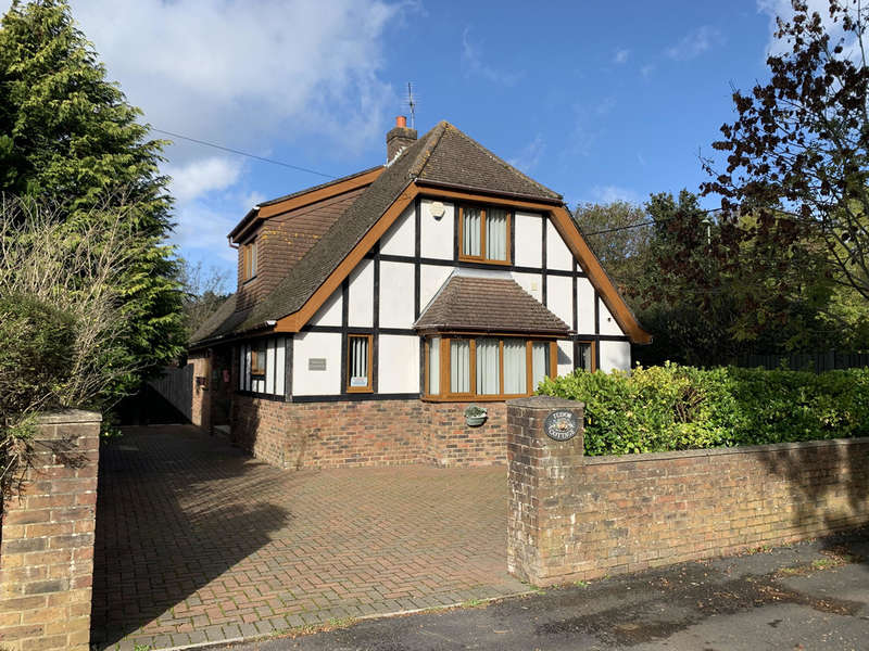 4 Bedrooms Detached House for sale in Lime Kiln Lane, Holbury