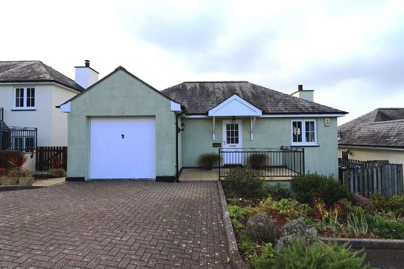 3 Bedrooms Detached House for sale in The Park, Tregony