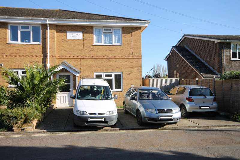 2 Bedrooms Ground Flat for rent in Orchard Close, Freshwater
