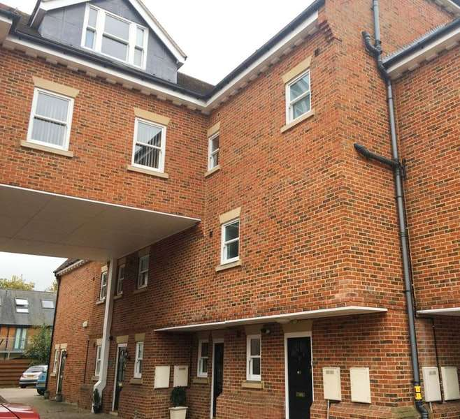 2 Bedrooms Maisonette Flat for sale in Bancroft, Hitchin, Hertfordshire, SG5