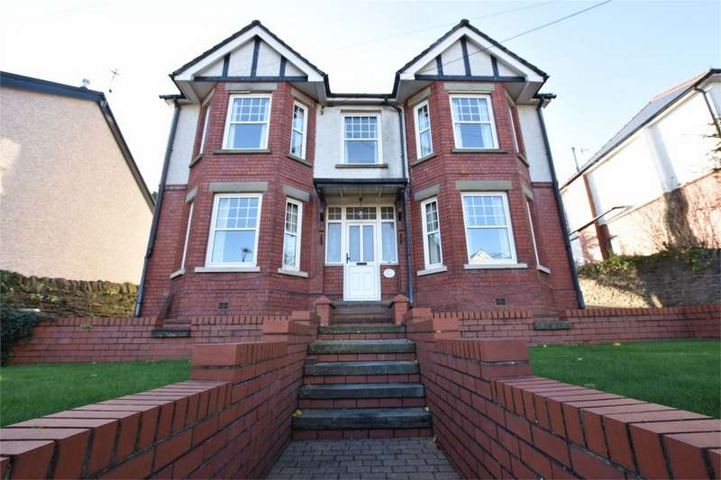 4 Bedrooms Detached House for sale in Pentwyn Road, Blackwood, Caerphilly
