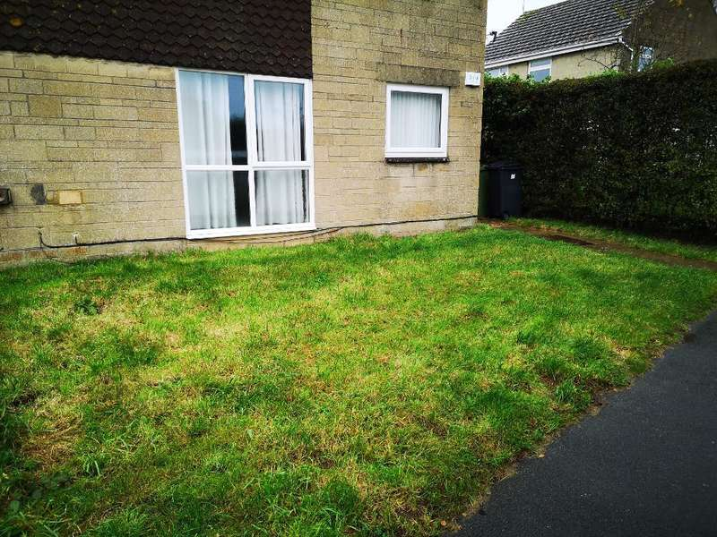 2 Bedrooms Flat for rent in Conygar Road, Tetbury, Gloucestershire, GL8 8JF