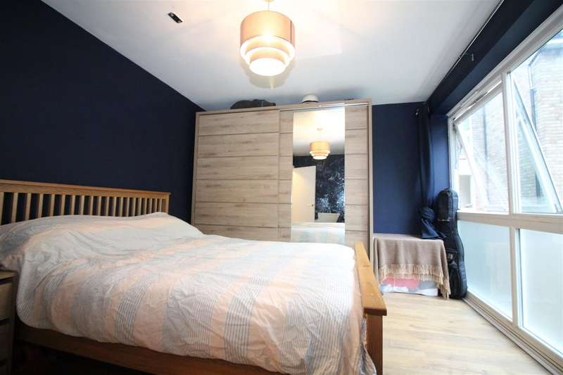 2 Bedrooms Flat for rent in Talbot Road, London