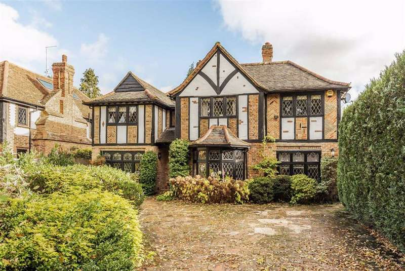 5 Bedrooms Detached House for sale in The Cuttings, Brookmans Park, Hertfordshire
