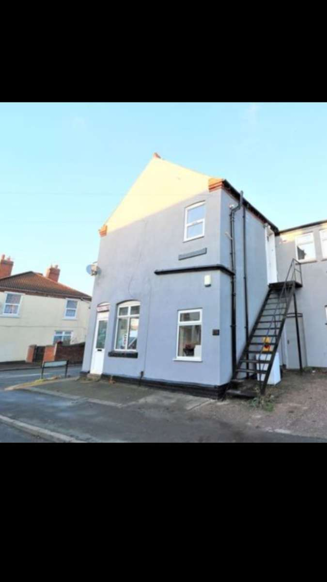 3 Bedrooms Flat for rent in Vicarage Road