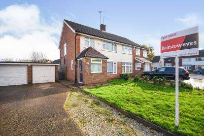 3 Bedrooms Semi Detached House for sale in Kingswood, Basildon, Essex