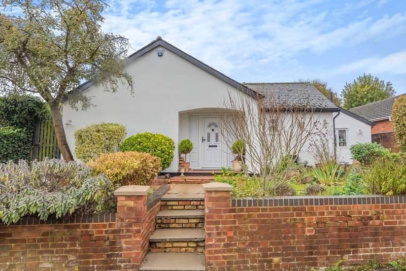 3 Bedrooms Detached Bungalow for sale in High Street, Pirton, Hitchin, SG5